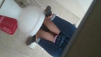 Clip sex sv quay lén nhà vệ sinh trường đại học lồn sinh viên