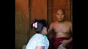 Clip sex của sư thầy trốn chùa đi địt gái
